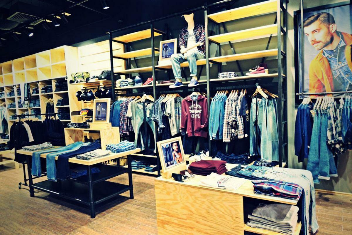 Merita sa cumperi haine de firma foarte scumpe?