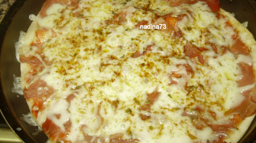 Imagine reteta culinara Pizza cu jamon si  mozzarella